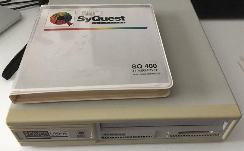 قرص صلب قابل للإزالة من نوع SyQuest بسعة 44MB