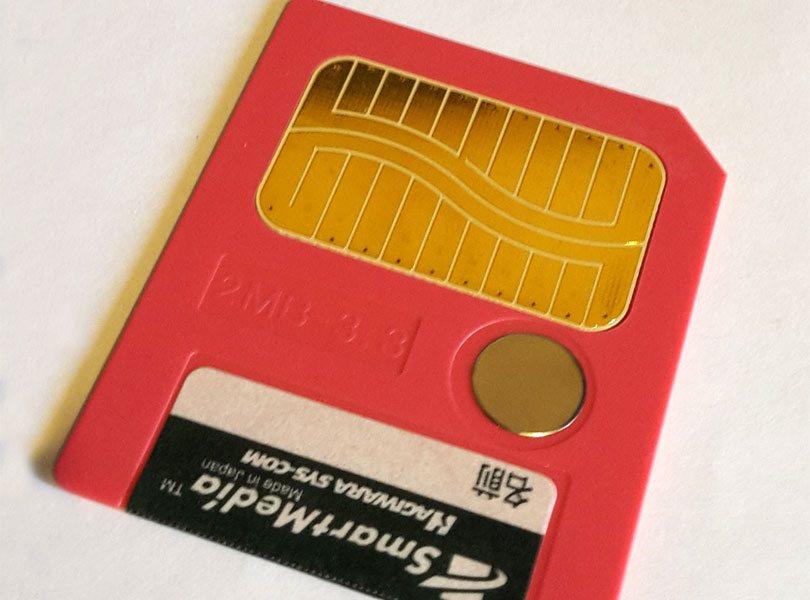 بطاقة ذاكرة قديمة من نوع SmartMedia