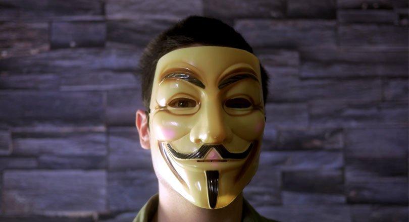 قناع Guy Fawkes المستخدم بكثرة من أعضاء أنونيموس