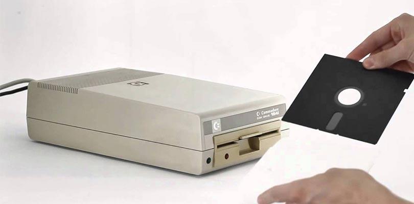 سواقة أقراص مرنة - Floppy Drive - مكونات الحاسوب / اجزاء الكمبيوتر