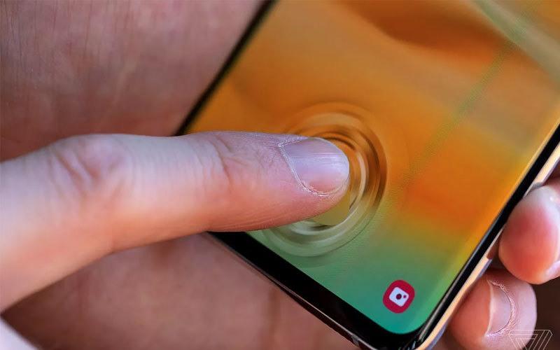 حساس بصمة مدمج بالشاشة في هاتف Galaxy S10+