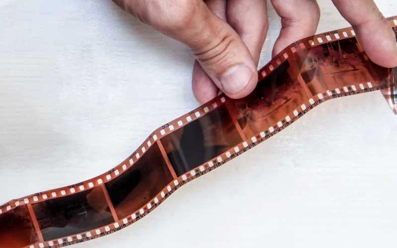 من حيث المبدأ يحتفظ الفيلم بالصورة كما هي دون التضحية بمحتواها