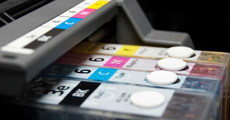 يستخدم نظام ألوان CMYK في المطبوعات عموماً.