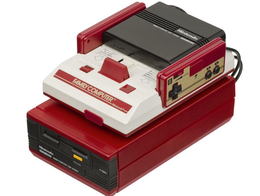إضافة Famicom Disk System التي تشغل أقراصاً مرنة
